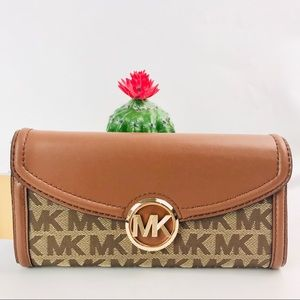 Authentic Michael Kors Fulton Long LG Flip Wallet